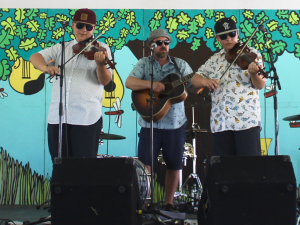 Double the Trouble at Winnpeg Folk Festival on July 7 (Photo: Niamh Dooley)