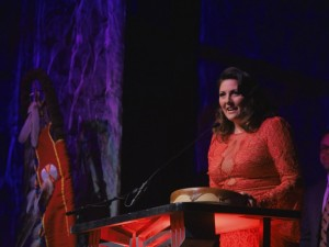 Desiree Dorion accepts the IMA for Best Country Album (Photo: Jennifer Doerksen Photography)